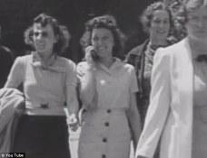 Femme au téléphone portable 1938